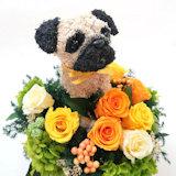 パグ犬のプリザーブドフラワーアレンジ