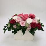 豪華なピンクのバラの プリザーブドフラワーアレンジ