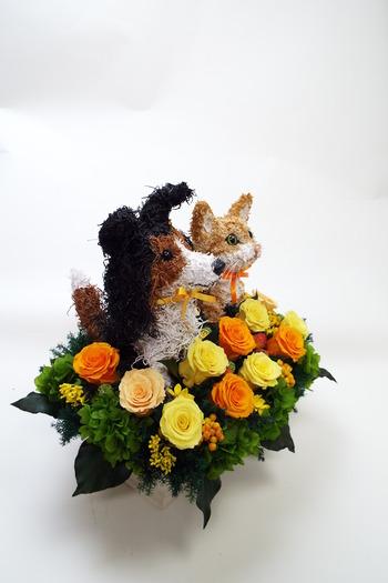 犬と猫のプリザーブドフラワーアレンジ