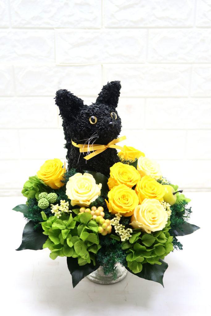 黒猫のプリザーブドフラワーアレンジ